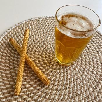 [SPÉCIAL FÊTE DES PÈRES] - Faire sa bière soi-même ! 🍺  Une bière oui... Mais faite soi-même ! 😉 Pourquoi ne pas offrir ce kit complet pour réaliser 4 litres de bière blonde ou brune (selon les préférences) tout seul à la maison ? 🤩  De quoi profiter autour d'un apéro #homemade ! 😎  Les 2 kits sont disponibles sur l'e-shop à -50% ! ❤️  Commandez dès maintenant pour le recevoir avant dimanche. 😉  #madeinfrance #madewithlove #artisanat #artisanatfrancais #cadeau #gift #beer #bieremaison #apero #papa #naturel #bierenaturelle #bierefrancaise #bierefraiche #happyfathersday #fetedesperes #houblon #houblonnaturel #bierebrune #biereblonde #moncarrenature #produitsnaturels #cosmetiquesnaturels